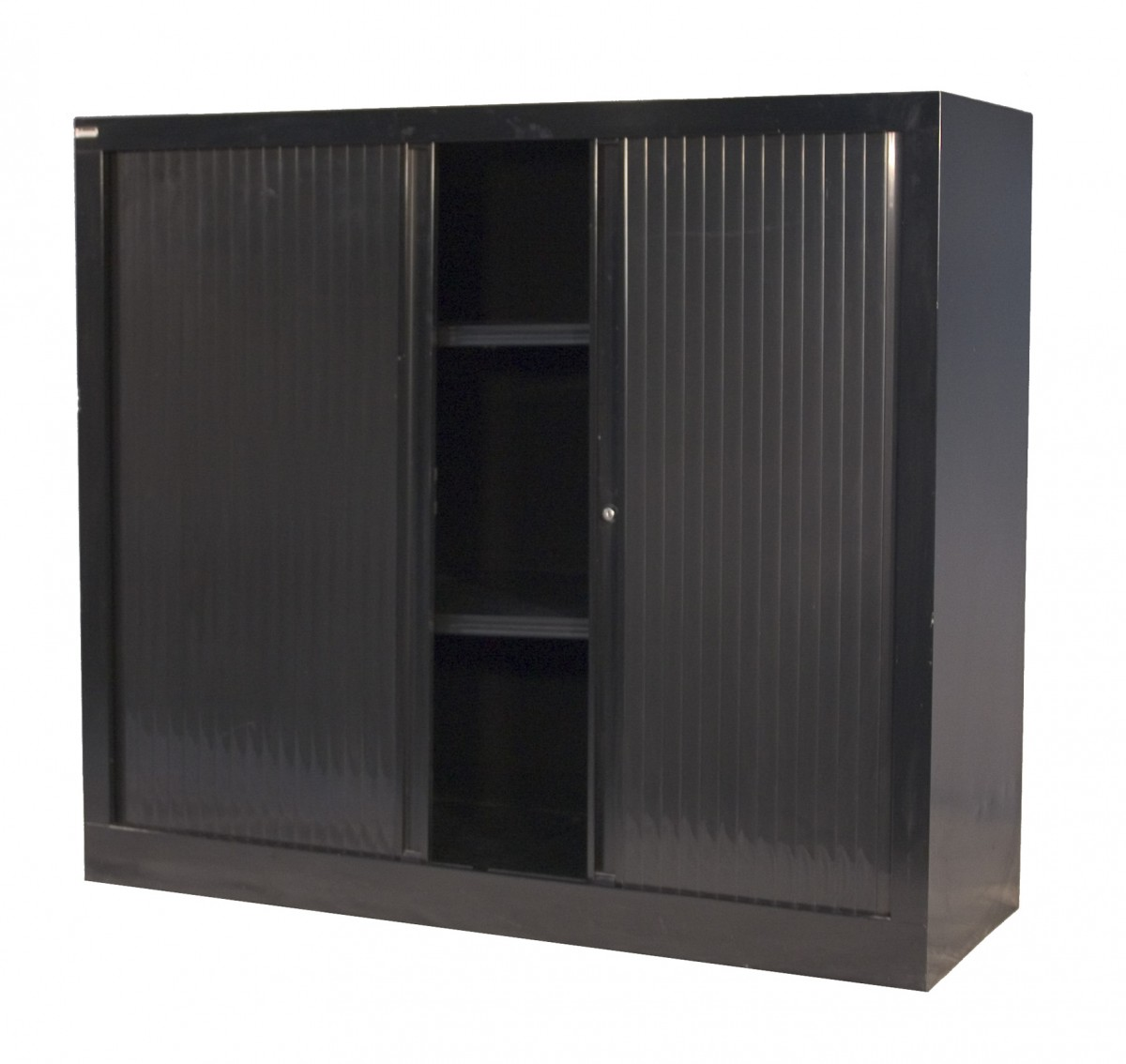 armoire demi rideau mobilier location. Black Bedroom Furniture Sets. Home Design Ideas
